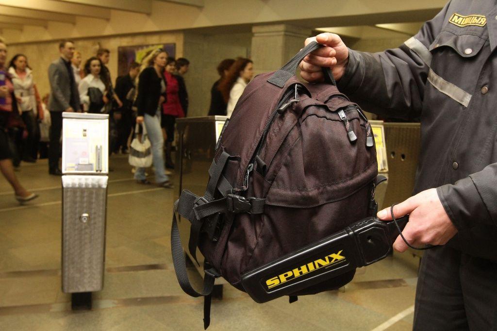 Имеет ли право охранник досматривать сумки покупателя